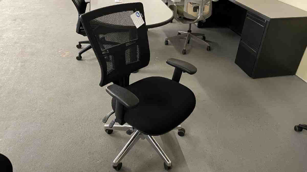 High Back Mesh Chair  6004AS NEW IN BOX $289