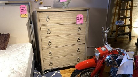 Riverside On Sale Sophie 5 Drawer Chest $599 AS IS FLOOR MODEL Downtown Store